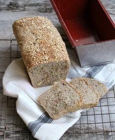 Eltefritt havrebrød i brødform - LINDASTUHAUG Food For Thought, Good Food, Food And Drink, Scones, Baking, Breakfast, Morning Coffee, Bakken, Backen