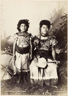 Portrait of Girl and Woman, Samoan Princesses in Native Dress, Full-Length, Facing Front 1890 CE - 1920 CE Photography Women, Vintage Photography, Portrait Photography, Photography Business, Children Photography, Photography Ideas, Lewis Carroll, Samoan People, Maori People