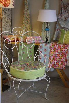 Sillones Reina de Corazones! espectaculares para el patio o el jardin. Y acompa�ados por un buen almohadon! Mesa Exterior, Interior Exterior, Barbie House, Metal Art, Home Accessories, Chair, Decoration, Outdoor, Vintage