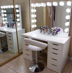 Ideas makeup desk organization diy vanity mirrors for 2019 Diy Makeup Vanity, Diy Makeup Storage, Vanity Decor, Diy Storage, Vanity Ideas, Storage Ideas, Makeup Vanities, Makeup Desk, Mirror Ideas