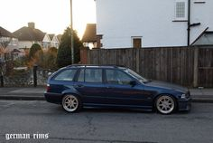Dunkelblau BMW e36 touring on super rare Zender stern wheels