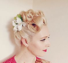 Betty Grable Inspired Up-Do www.thevintagevalley.blogspot.com