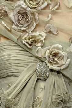 38 New Ideas embroidery wedding dress haute couture ana rosa Couture Details, Fashion Details, Vintage Accessoires, Shabby Chic, Lesage, Mode Inspiration, Color Inspiration, Fashion Inspiration, High Fashion
