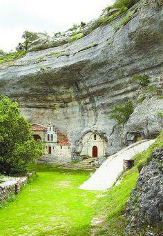 Más de 23.000 turistas accedieron a la cueva de San Bernabé en 2013