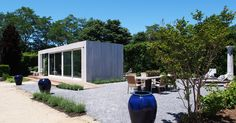 This modern micro home has been created by an American company based in New York that specializes in the design and manufacture of prefab dwellings. The micro home pictured is part of a … Small Prefab Homes, Prefab Cabins, Prefabricated Houses, Modular Homes, Tiny Homes, Modular Home Designs, Eco Cabin, Micro House, Desert Homes