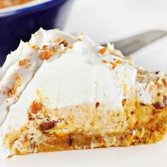 This decadent Butterfinger Pie is made with a Butterfinger cookie crust and cream cheese filling. The BEST Butterfinger Pie you will ever have! Margarita Cupcakes, Lemon Cupcakes, Yummy Cupcakes, Gooy Butter Cookies, Homemade Monkey Bread, Butterfinger Cookies, I Am Baker, Lemon Buttercream, Cookie Videos