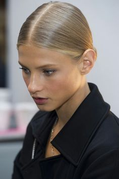 So if it's raining outside, opt for any of these gorgeous rainy day hairstyles and look chic! Rainy Day Hairstyles, Slick Hairstyles, Straight Hairstyles, Fashion Hairstyles, Easy Hairstyles, Natural Hair Styles, Short Hair Styles, Natural Beauty, Runway Hair