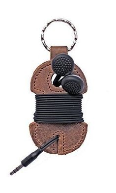 Rustic Leather Key Chain & Headphone Wrap Handmade by Hide & Drink :: Bourbon Brown Best Price Leather Stamps, Leather Art, Leather Gifts, Leather Tooling, Leather Jewelry, Diy Leather Projects, Leather Diy Crafts, Couture Cuir, Leather Working Patterns