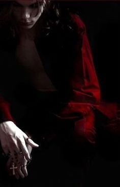 vampire in shadows Dracula, Story Inspiration, Character Inspiration, Noxus League Of Legends, Arte Obscura, Creatures Of The Night, Red Aesthetic, Pablo Picasso, Werewolf