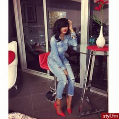 She Killed That Denim Outfit Pairing It with Sexy Red Pumps! Denim Fashion, Love Fashion, Fashion Looks, Womens Fashion, All Jeans, Jeans Rock, Chic Outfits, Fall Outfits, Fashion Outfits