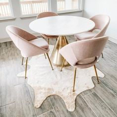 Dining room with patterned upholstered dining chairs, white marble dining table,… – Marble Table Designs Deco Design, Küchen Design, Design Ideas, Interior Design, Pedestal Dining Table, Chairs For Dining Table, West Elm Dining Table, Small Table And Chairs, Modern Dining Chairs