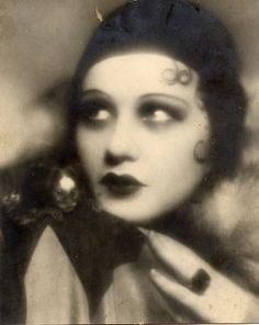 Gloria Swanson and a wee little friend