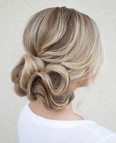 cute medium hairstyles for women 9 / http://www.meetthebestyou.com/20-cute-curly-medium-hairstyles-for-women/