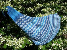 Ravelry: Hahnenkamm Race Shawl pattern by Doro Winter