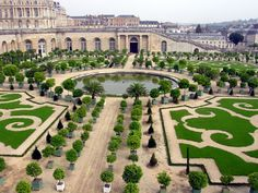 French garden is a formal garden that just like Italian garden is based on principles of symmetry and order. The Gardens of Versailles are considered an epitome of jardin à la française as they include numerous geometric patterns, architecural elements and water features.