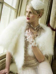 参考にしたい冬のウェディングドレスアイデア♡冬の花嫁の必須アイテム、ふわふわボレロで寒さをカバー♡