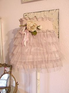 Chateau De Fleurs: Fashion Lampshade Cover by annak Shabby Chic Lamps, Shabby Chic Style, Shaby Chic, Crafts To Make, Diy Crafts, Rustic Lamp Shades, Lampshades, Lace Lampshade, Pretty In Pink