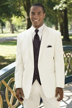 Ivory La Strada Modern Fit Tuxedo | Jim's Formal Wear