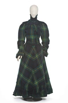 Les Arts Décoraitfs(Oh my god I love this dress! Victorian Women, Victorian Fashion, Vintage Fashion, Victorian Era, Retro Fashion, 1890s Fashion, Tartan Fashion, Women's Fashion, Historical Costume
