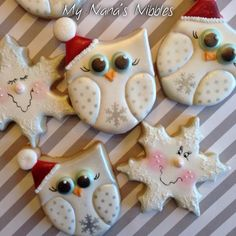 Christmas snowy owls and snow flake cookies by My Nana's Nibbles Christmas Tree Cookies, Christmas Cookie Exchange, Iced Cookies, Noel Christmas, Holiday Cookies, Christmas Desserts, Christmas Treats, Christmas Baking, Cookies Et Biscuits