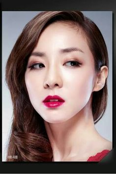 Loving her eye make-up! And those rosey red lips! #ClioProfessional #darapark #2ne1