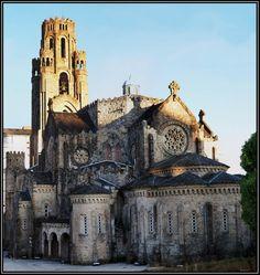 Aquí podéis ver el templo de la Veracruz en Carballiño (Ourense).