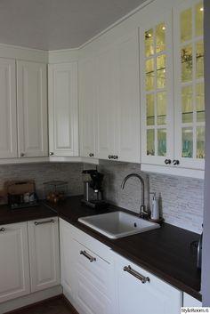 keittiö,keittiökaapit,keittiön välitila,keittiön kaapit