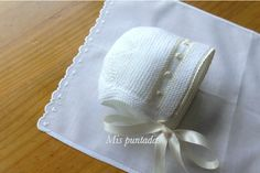 Beautiful baby bonnet. ~~ Mis puntadas entre bordados y costuras by Chelo Vicente