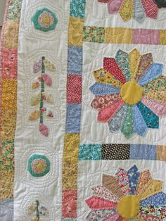 Wow! Gorgeous!  Traditional Quilt Dresden Plate Quilt Pattern by DavidsonStudio