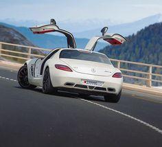 Wings up | SLS AMG