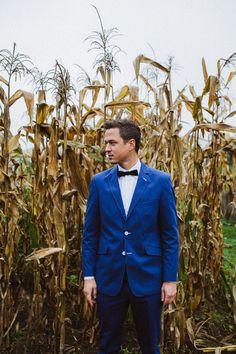 Groom in a corn field // Modern botanical vegan wedding inspiration// The Natural Wedding Company // Agnes & Andi Photography