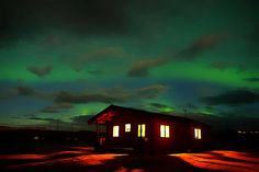 [POST] Aurora boreal en Noruega. Dónde viajar en noviembre: sitios que ver (al menos) una vez en la vida. #airhopping #interrail #avión #blog #viajes #viajar #travel #europe #puente #aurora #auroraboreal #noche