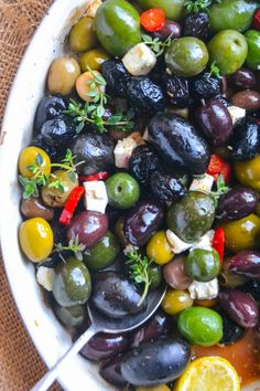 Easy Roasted Olives ~ this simple and elegant Mediterranean inspired appetizer is my go to for parties of all kinds. Healthy olives fit into most everyone's diet, so it's always a hit. Elegant Appetizers, Quick Appetizers, Finger Food Appetizers, Appetizers For Party, Appetizer Recipes, Tapas, Clean Eating, Healthy Eating, Antipasto