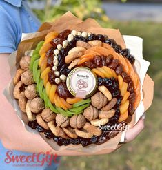 "Букет из сухофруктов ""Витаминный микс"". Фото N2 Food Bouquet, Candy Bouquet, Fruit Gifts, Food Gifts, Yummy Drinks, Delicious Desserts, Vegetable Bouquet, Fruit Sec, Edible Bouquets"