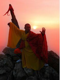 Shi Xing Wu Master Yuan 袁振武大師, 法號: 釋行武 Shaolintemple.ca