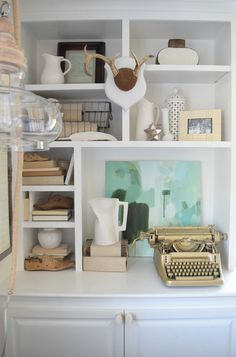 Summer Home Tour Family Room Home Decor Ideas - complete with gold vintage typewriter! #decor