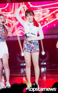 [HD포토] 아이오아이(I.O.I) 김소혜 수줍음 가득한 하트 #topstarnews