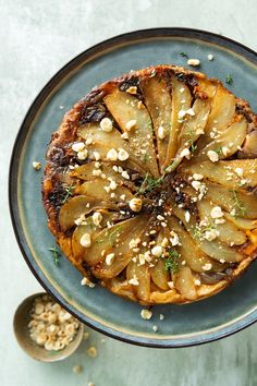Tarte tatin met brie en peren - 24Kitchen Veggie Recipes, Healthy Recipes, Amazing Food Photography, Diner Recipes, Happy Foods, Easy Family Meals, High Tea, Healthy Cooking, Good Food