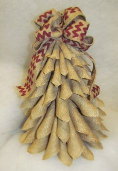 Tut Cutest Little Burlap Christmas Tree EVER! And so many other burlap crafts Burlap Christmas Decorations, Burlap Christmas Tree, Rustic Christmas, Christmas Wreaths, Christmas Ornaments, Coastal Christmas, Burlap Crafts, Christmas Projects, Holiday Crafts