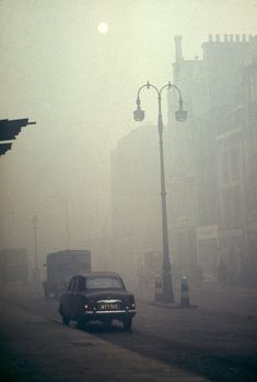 'A Proper Pea-Souper' - The Dreadful London Smog of 1952 - Flashbak London History, Old Street, Old London, London Photos, Road Trip Usa, Ciel, Cinematography, Mists, Pictures