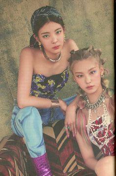 Pop Photos, Olivia Hye, I Love Girls, Iconic Women, Mamamoo, New Girl, Kpop Groups, Selena Gomez, Kpop Girls