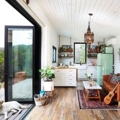 É um container mas o layout funciona em apartamento studio também Small Room Design, Tiny House Design, Design Homes, Tiny House Living, Home And Living, Tiny House Family, Small Space Living, Living Spaces, Maximize Small Space
