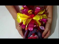 Como hacer un moño para regalo = How to make a bow for gift Gift Bows, Ribbon Work, How To Make Bows, Mardi Gras, Gift Wrapping, Wrapping Ideas, Wraps, Baby Shower, Pattern