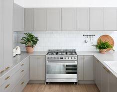 Smeg's new freestanding ovens offers innovative tech- Kim van t sant Smeg Kitchen, Kitchen Oven, Kitchen Cabinetry, Kitchen Flooring, Kitchen And Bath, Kitchen Dining, Bathroom Cabinets, Kitchen Appliances, Home Decor Kitchen