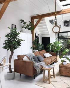 Living for these elegant earthy colours Neat as a button Repost from Home Decor Ideas Decorations DIY Home Make Over Furniture Earthy Home Decor, Diy Home Decor, Interior Design Kitchen, Interior Decorating, Relaxation Room, Blue Rooms, Farmhouse Style Kitchen, Traditional Design, Home Remodeling