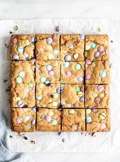 Easter Candy Blondies Cadbury Chocolate, Chocolate Chip Cookies, Pastel Candy, Cookie Bars, Bar Cookies, Lemon Bars, Sugar Cravings, Brownie Bar, Brown Butter