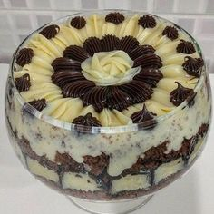 Bolo de Chocolate com Recheio de Coco e Cobertura Brigadeiro - Meu Caderno de Receitas Just Desserts, Delicious Desserts, Yummy Food, Sweet Recipes, Cake Recipes, Dessert Recipes, Chocolate Flavors, Chocolate Recipes, Sweet Cakes