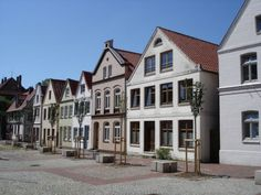 File:Itzehoe, Germany - Haeuserzeile am Markt.jpg
