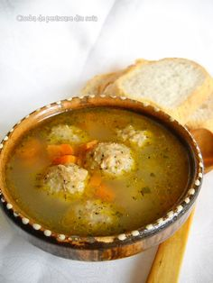 Ciorba de perisoare din soia Soup Recipes, Vegan Recipes, Recipies, Vegan Food, Romanian Food, Romanian Recipes, Jacque Pepin, Diy Food, Cheeseburger Chowder