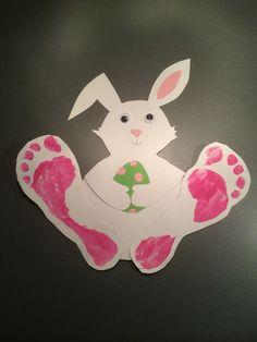 En liten påskhare! Enkel och effektiv påskpyssel för barn på förskolan eller hemma! Easter Art, Easter Crafts, Crafts For Kids, Arts And Crafts, Art School, Presents, Christmas Ornaments, Holiday Decor, Children